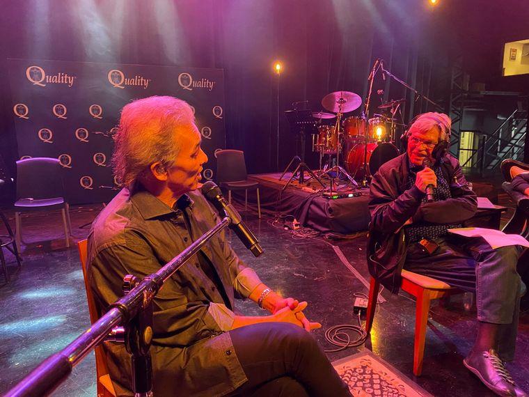 FOTO: Jairo, con el equipo de Viva la Radio en la previa de su show de acústico.