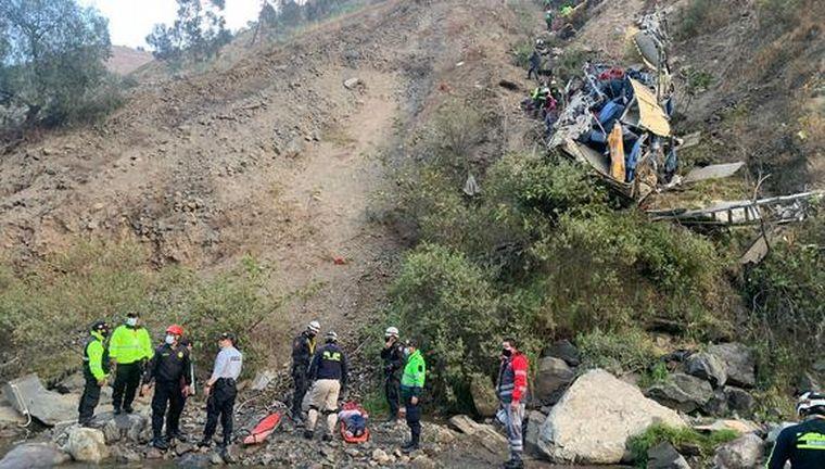 FOTO: Al menos 29 personas murieron en un accidente de tránsito en Perú