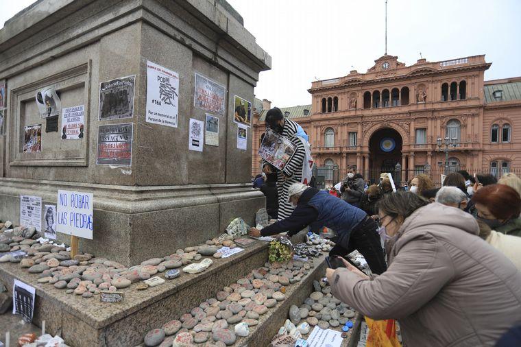 FOTO: Segunda Marcha de las Piedras en Plaza de Mayo.