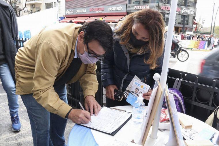 FOTO: Ministros del Gobierno nacional repartieron boletas del Frente de Todos