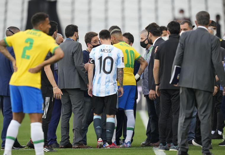 FOTO: El senador Flavio Bolsonaro junto a su padre, el presidente Jair Bolsonaro.