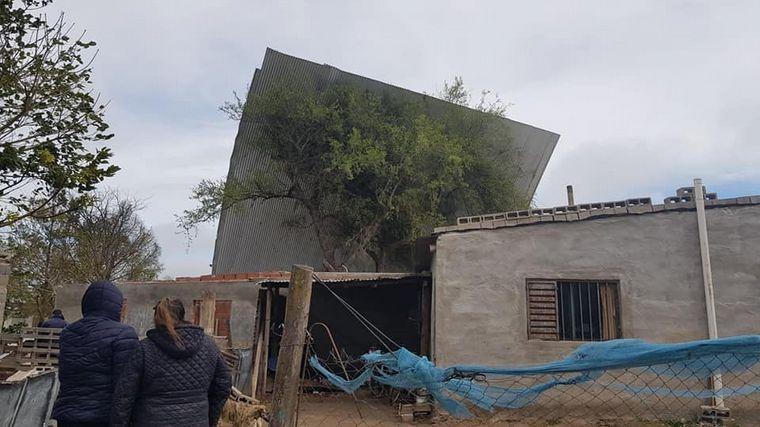 FOTO: Fuertes ráfagas de viento causaron daños en Villa María y Bell Ville.
