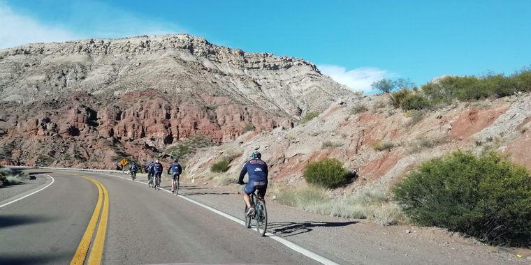 FOTO: Los ciclistas siguen visitando escuelas en Mendoza.
