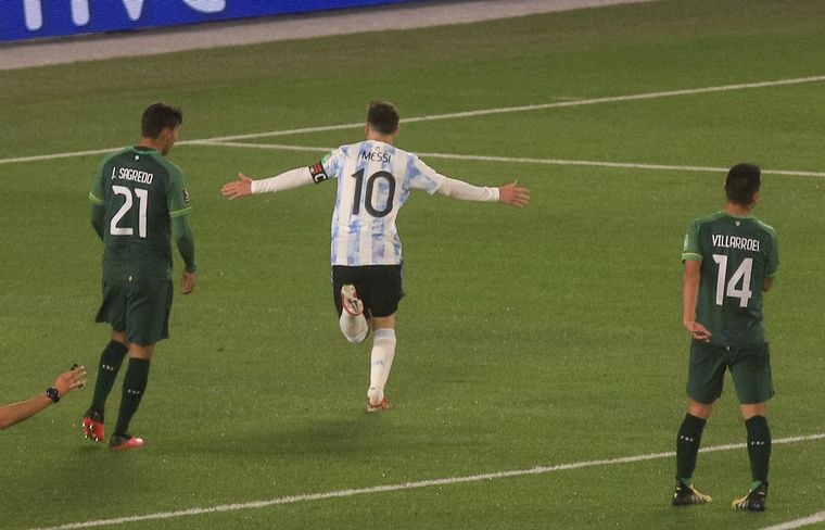 FOTO: Lionel Messi superó un récord de Pelé con sus dos golazos ante Bolivia.