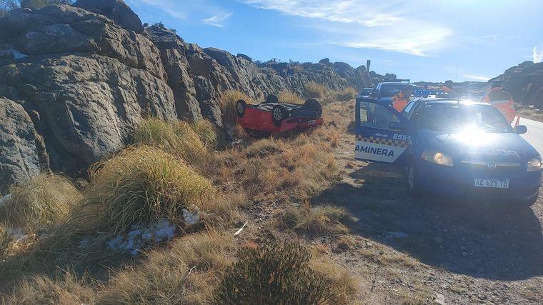 FOTO: Volcó un auto en las Altas Cumbres: no hay víctimas
