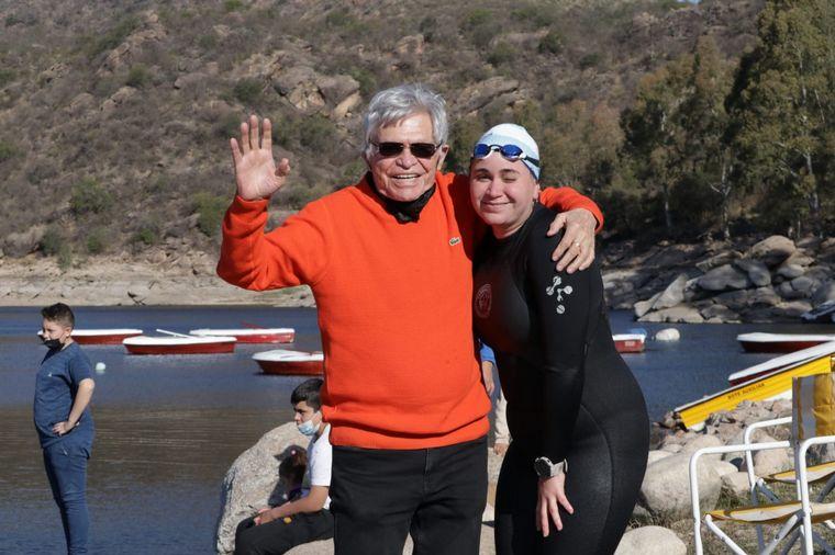 FOTO: Cruzaron a nado el dique La Viña por el Cruce por la Educación.