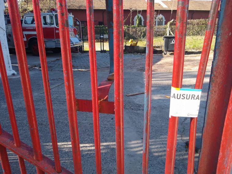 FOTO: Clausuraron un cuartel de Bomberos por supuesta usurpación