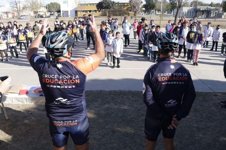 FOTO: Los ciclistas continúan con su travesía (foto: Archivo)