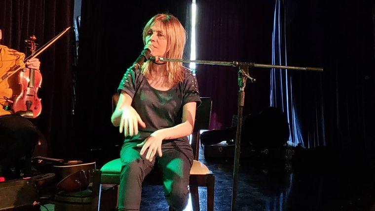 AUDIO: Con un acústico, Marcela Morelo presentó