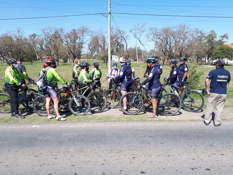 FOTO: Los ciclistas continúan con su travesía solidaria.