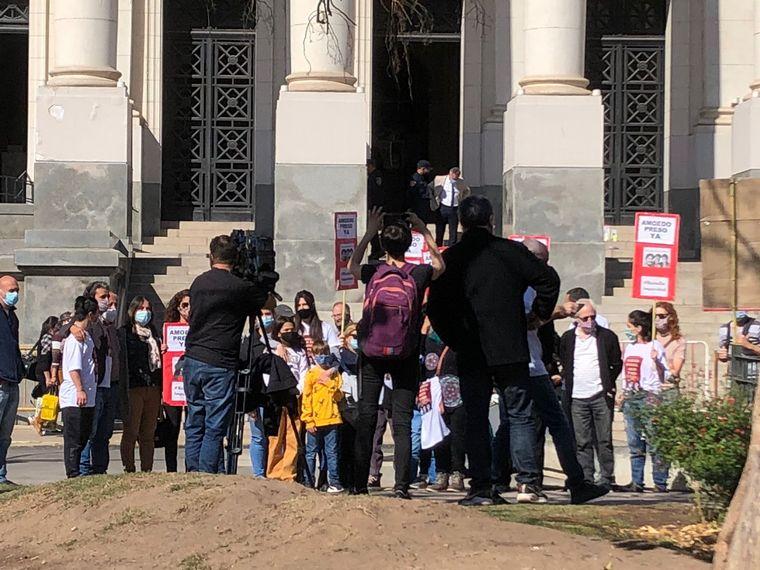 FOTO: Se manifiestan en reclamo de la detención de Alan Amoedo
