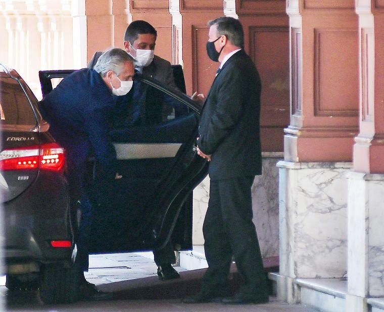 FOTO: Fernández llegó a Casa Rosada antes del mediodía para definir el futuro del gabinete.