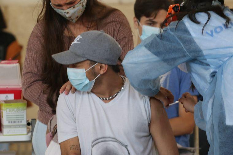 AUDIO: Córdoba vacuna a jóvenes de 17 años sin comorbilidades