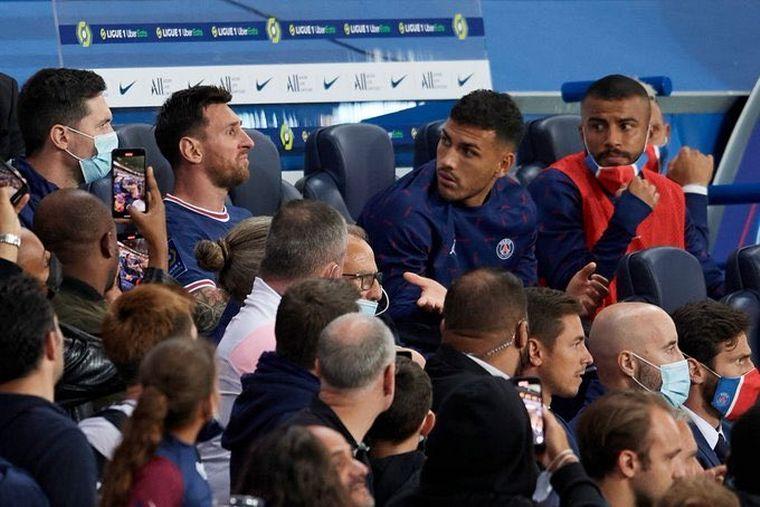 FOTO: Lionel Messi fue reemplazado y salió enojado del campo de juego (FOTO: AP)