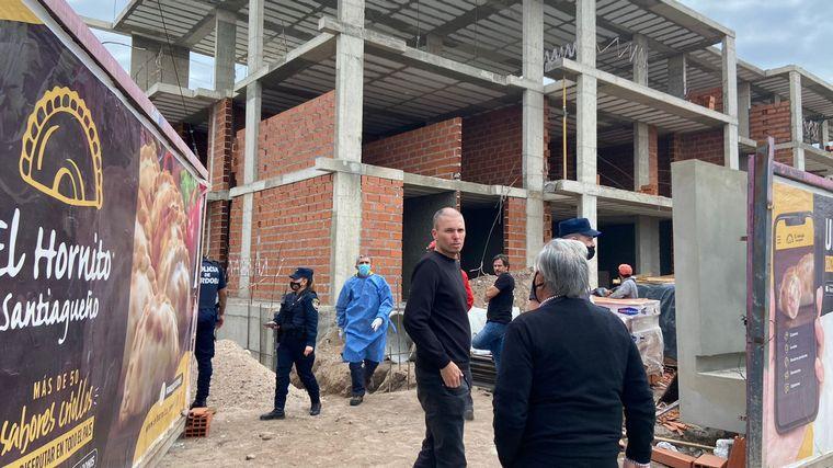 AUDIO: Se desmoronó la pared colindante de una obra en construcción