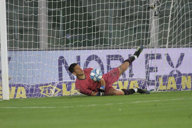 FOTO: Godoy Cruz se impuso en los penales ante Racing y está en cuartos de Copa Argentina.