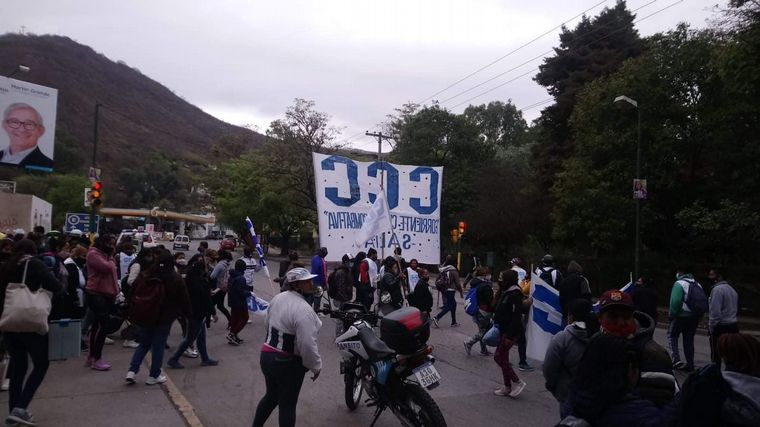 AUDIO: Una mujer amenazó con un machete a piqueteros en Salta
