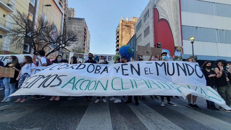 FOTO: Comenzó la marcha contra el cambio climático en Córdoba