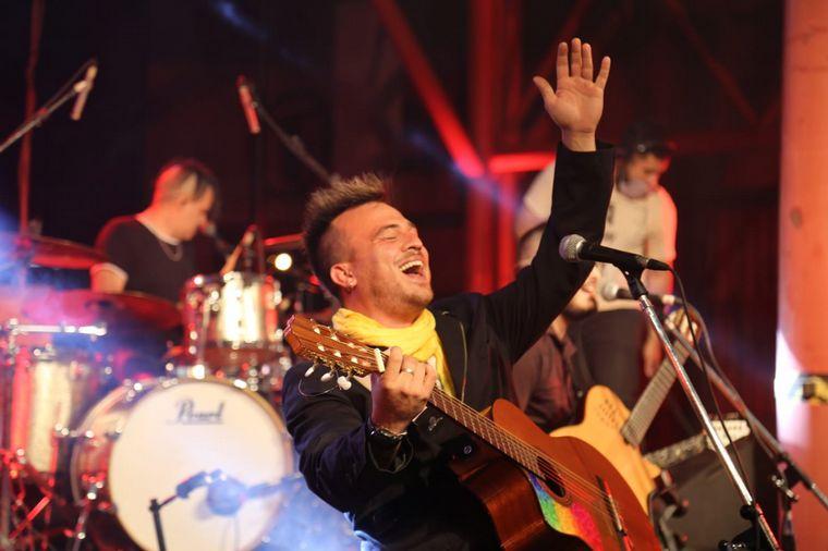 FOTO: Andrés Clerc a pura guitarra en Primavera a lo Grande.