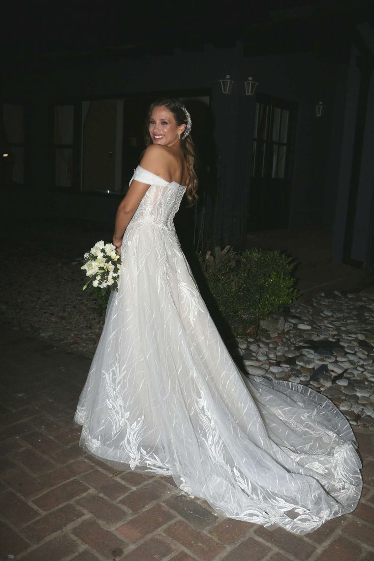FOTO: Nazarena Vélez eligió un vestido verde para la boda.