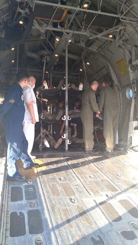 FOTO: Soldados resultaron lesionados al practicar paracaidismo