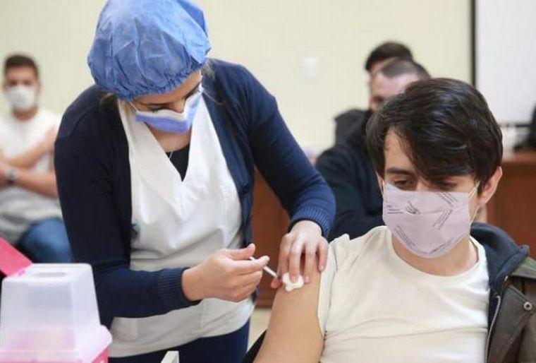 AUDIO: Avanza la descentralización: comienzan a vacunar en escuelas
