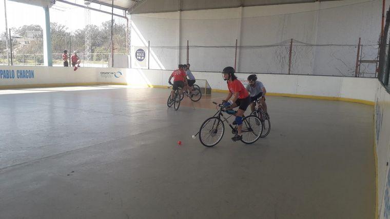 FOTO: Comenzó el Campeonato Nacional de Bicipolo en Córdoba.