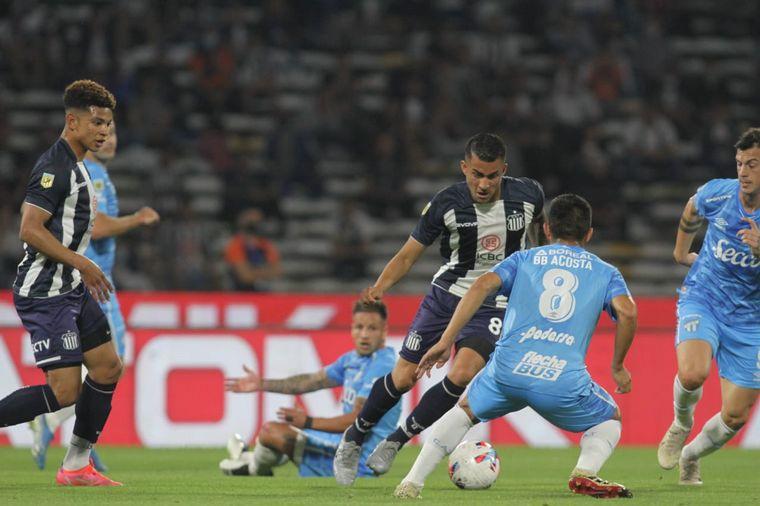 FOTO: Talleres y Atlético Tucumán, con la vuelta del público albiazul en el Kempes.