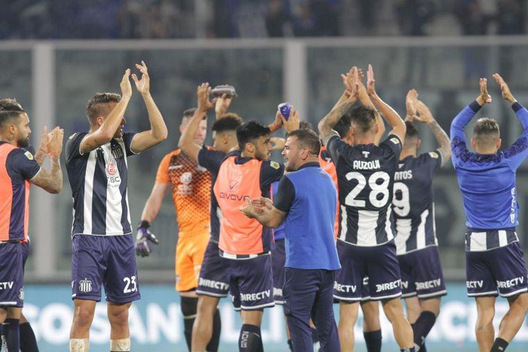 FOTO: Los jugadores de Talleres celebran la gran victoria.