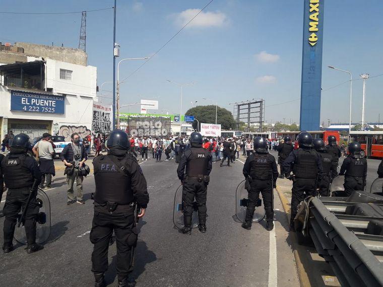 FOTO: Cortes en Buenos Aires en reclamo de trabajo genuino