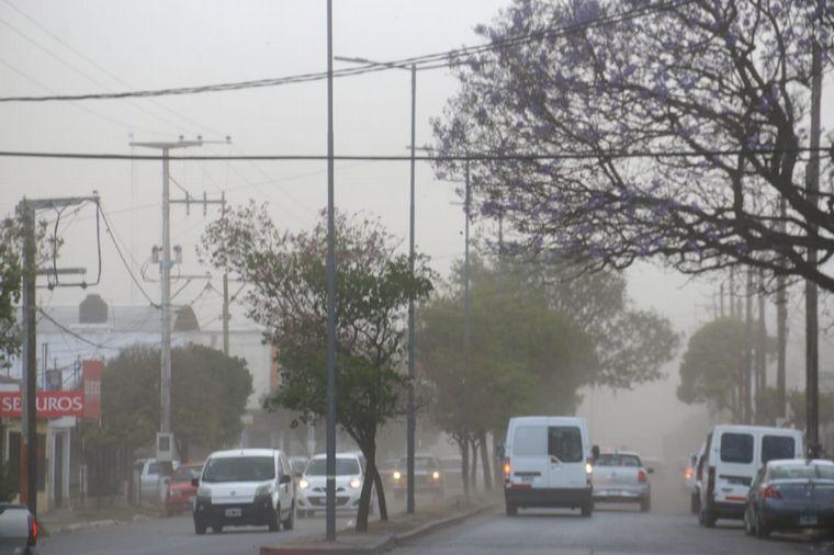 FOTO: Baja visibilidad en Córdoba por fuertes vientos.