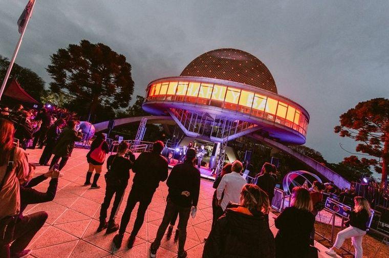 AUDIO: Homenajean con fotografías a Charly García en el Planetario