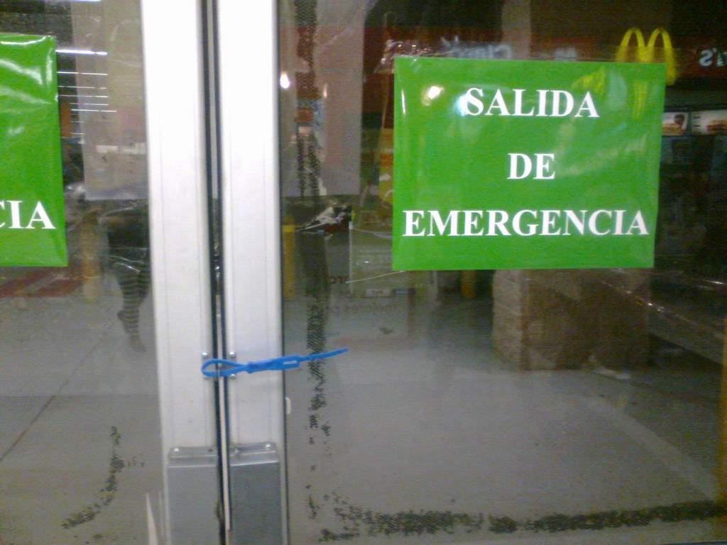 Puertas de salida de emergencia selladas con precintos for Precio de puertas salida de emergencia